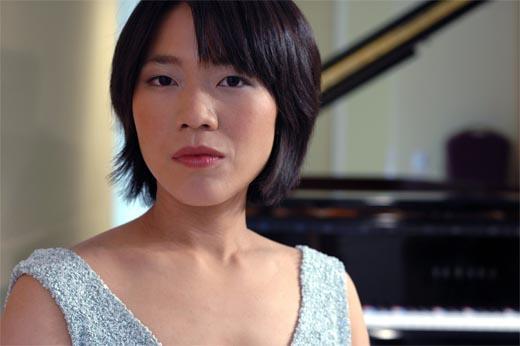 Ching-Yun Hu, piano