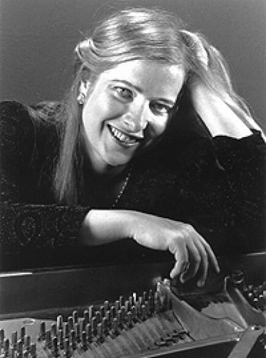 Hélène Wickett, piano