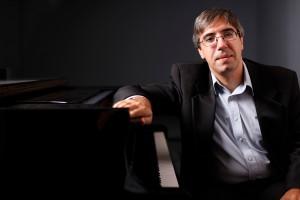 Avguste Antonov, Piano