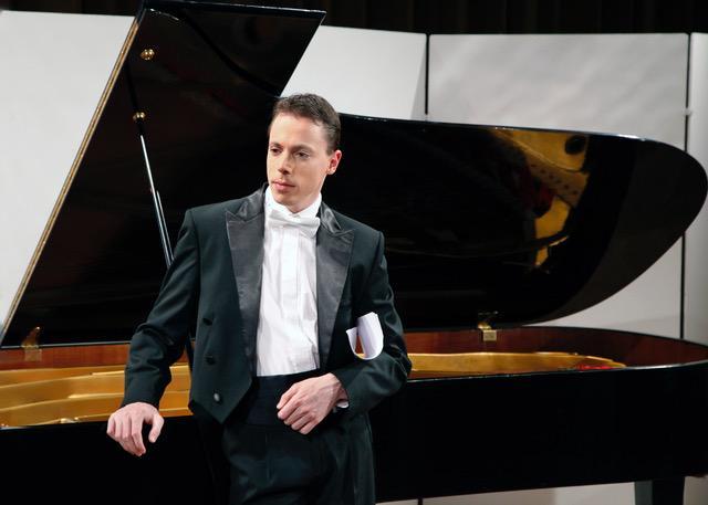 Péter Tóth, Piano